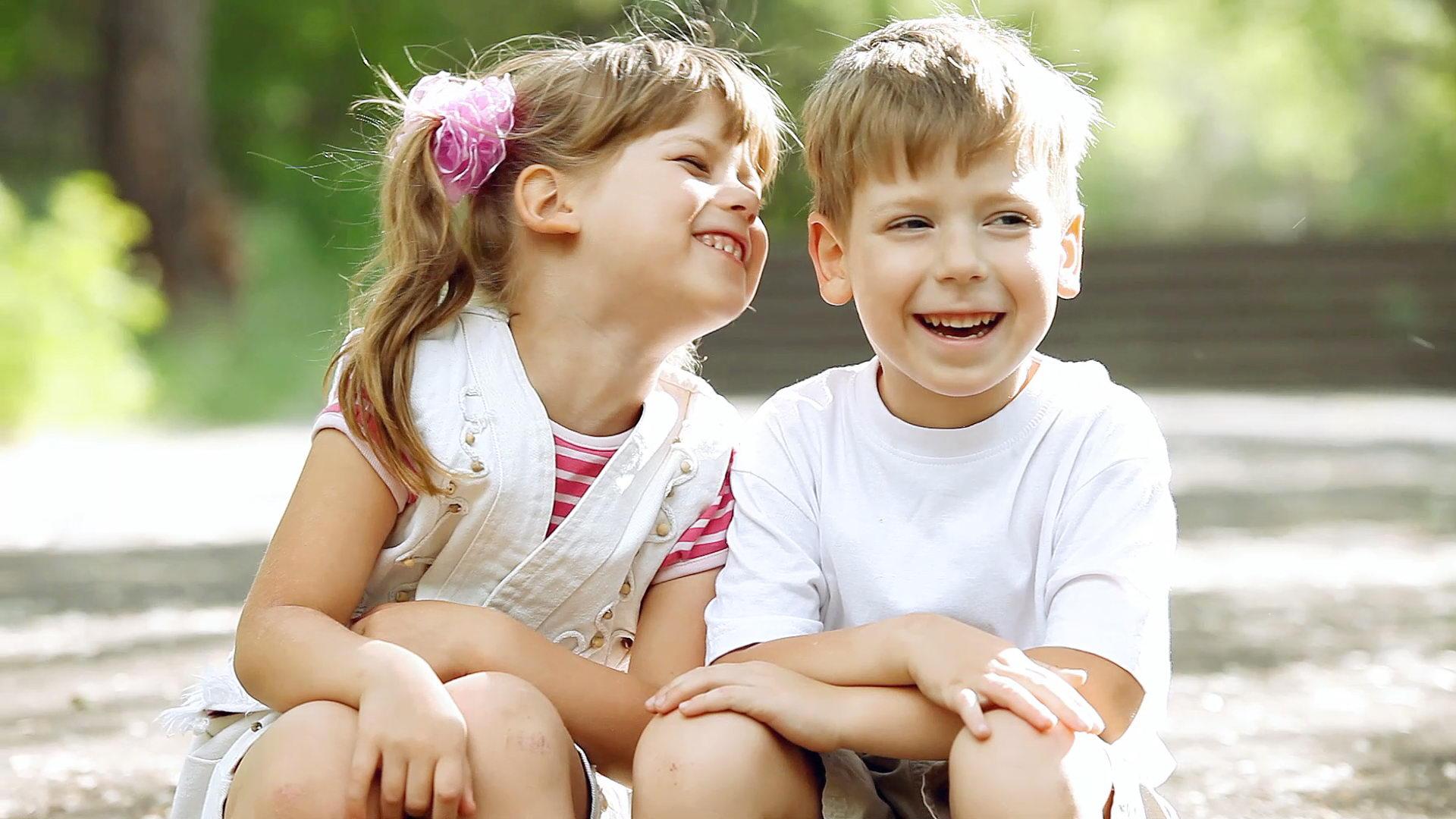 孩子天真可爱,幸福,欢乐,其乐融融