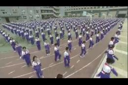 小学生做体操,学生