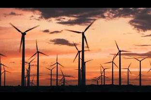 夕阳下的风能发电风扇,风能