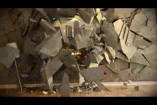 破碎墙壁展现影像,破碎视频素材影视模板
