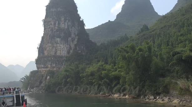 <b>穿梭游弋在广西桂林阳朔山涧之间,广西,桂林</b>
