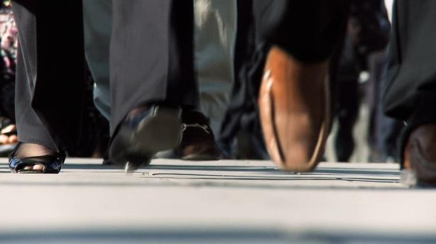 在城市中忙碌的人群脚步,忙碌,脚步