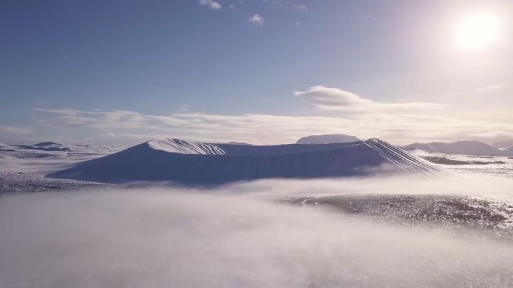 大气航拍活火山雪山