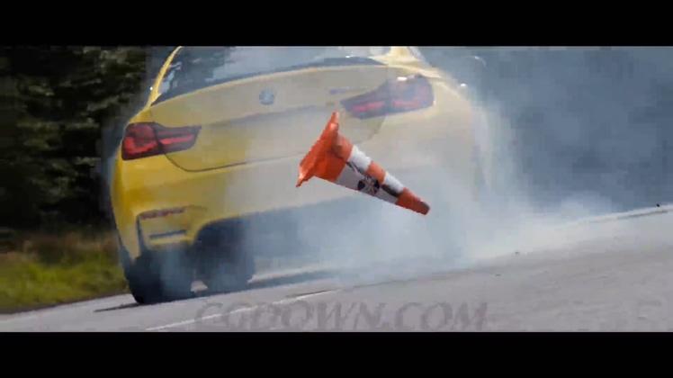 <b>宝马城市赛道竞技比赛森林飞驰穿梭漂移镜头速度激情高清视频素材</b>