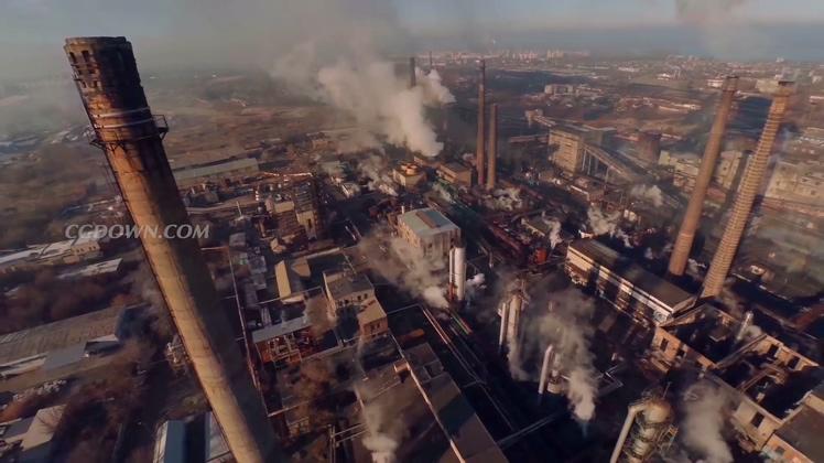 航拍企业烟筒排放大气污染气体视频素材