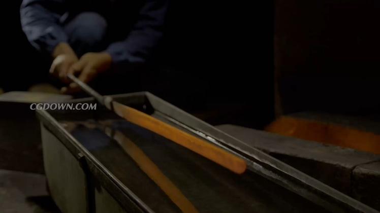 手工锻造日本锋利刀剑高清视频素材