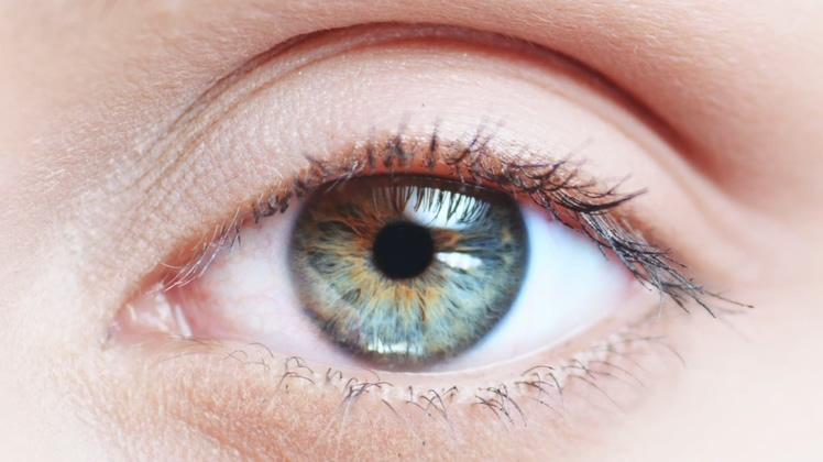 非常清晰的眼睛眼珠近距离特写
