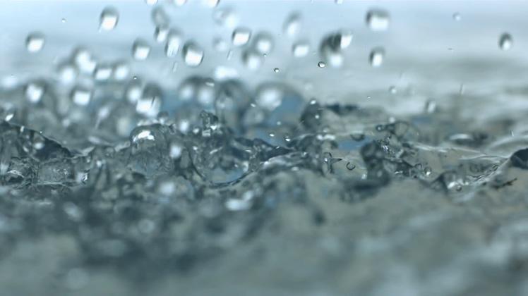 慢动作拍摄唯美水珠水滴落下镜头