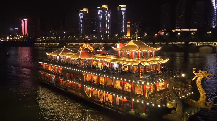 长江乘船游览重庆夜景景点实拍