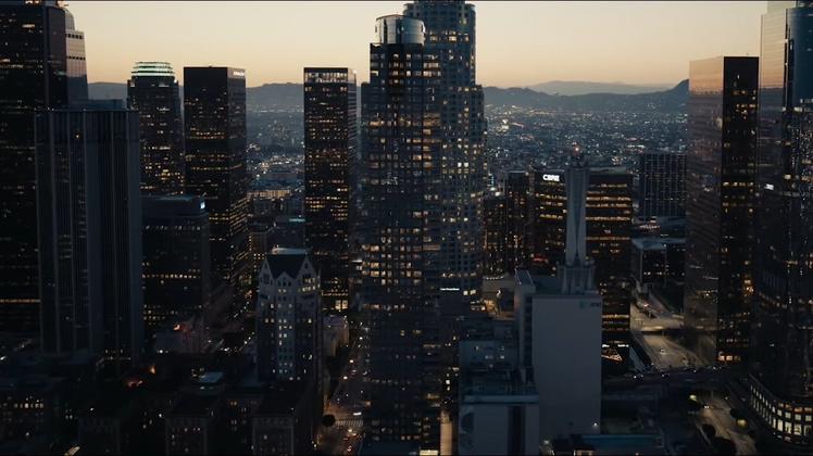 高清实拍美国城市高楼玻璃外墙夜景
