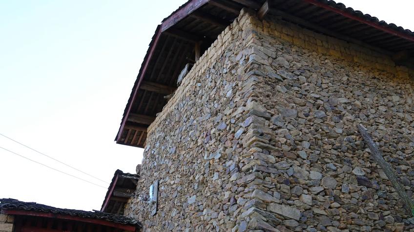 实拍中国东北传统石头房建筑