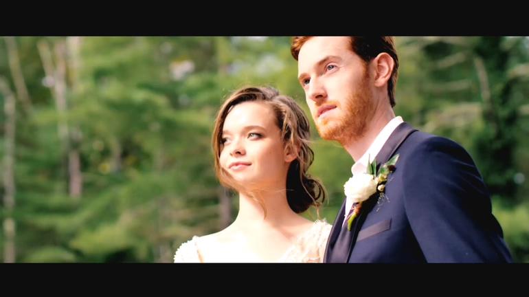 大气浪漫婚礼耀斑转场粒子片头