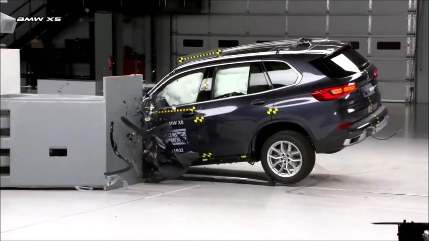 宝马,沃尔沃,汽车,碰撞测试,最新2019宝马X5与沃尔沃X90CRASH碰撞测试视频素材