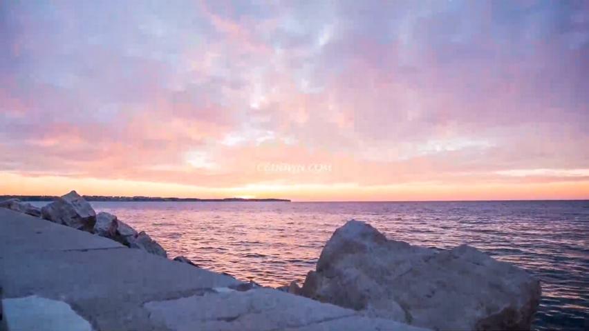 傍晚美丽的大海夕阳晚霞
