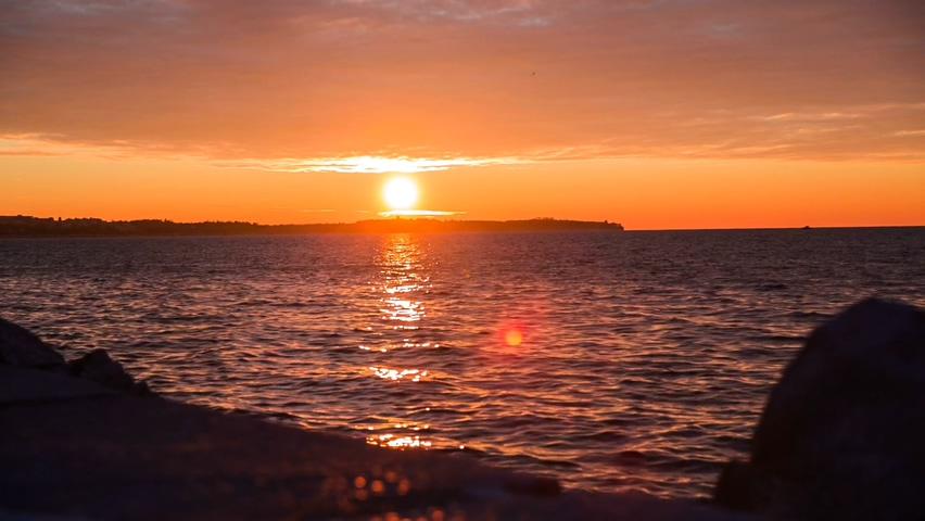 美丽的大海夕阳晚霞照射