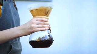 手持酿造摇晃咖啡的风格视频素材影视模板