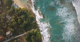 航拍,度假村,海滩,田园,航拍异国风情度假村海滩田园与小的小船房子和旅馆,免费视频素材