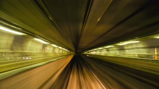 日本,东京,高架,彩虹桥,穿越彩虹桥并经过日本本州东京的高架列车线视频素材