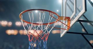 篮球,篮筐,投篮,体育,灯光下篮板投篮成功特写镜头视频素材