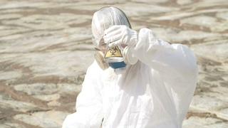 生态,感染,采样,生态学家在感染区采集地面样本视频素材