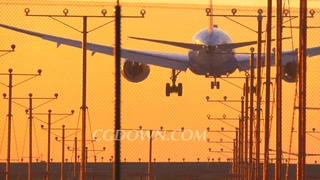 飞机,降落,机场,洛杉矶,日落,天空,喷气式客机飞机降落在洛杉矶国际机场的橙色落日的天空视频素材