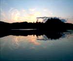 挪威的天空,朝阳,黎明,山峰倒映湖面