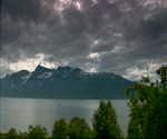挪威的天空,阳光普照,云彩,湖泊,透过云层照射,松树,蓝天,白云,傍晚