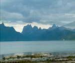 挪威的天空,山峰,天空,蓝天,白云,湖泊,山峦,云彩